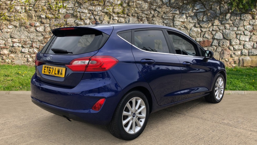 Ford Fiesta 1.0 EcoBoost Titanium with Navigation and Cruise Control image 5