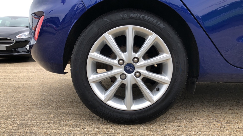 Ford Fiesta 1.0 EcoBoost Titanium with Navigation and Cruise Control image 8