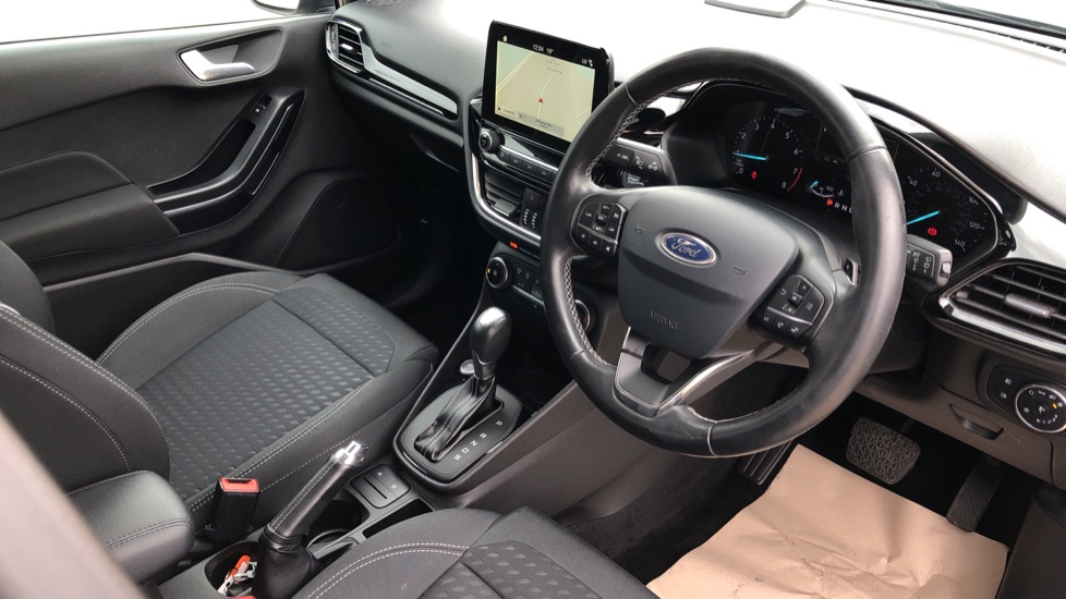 Ford Fiesta 1.0 EcoBoost Titanium with Navigation and Cruise Control image 12