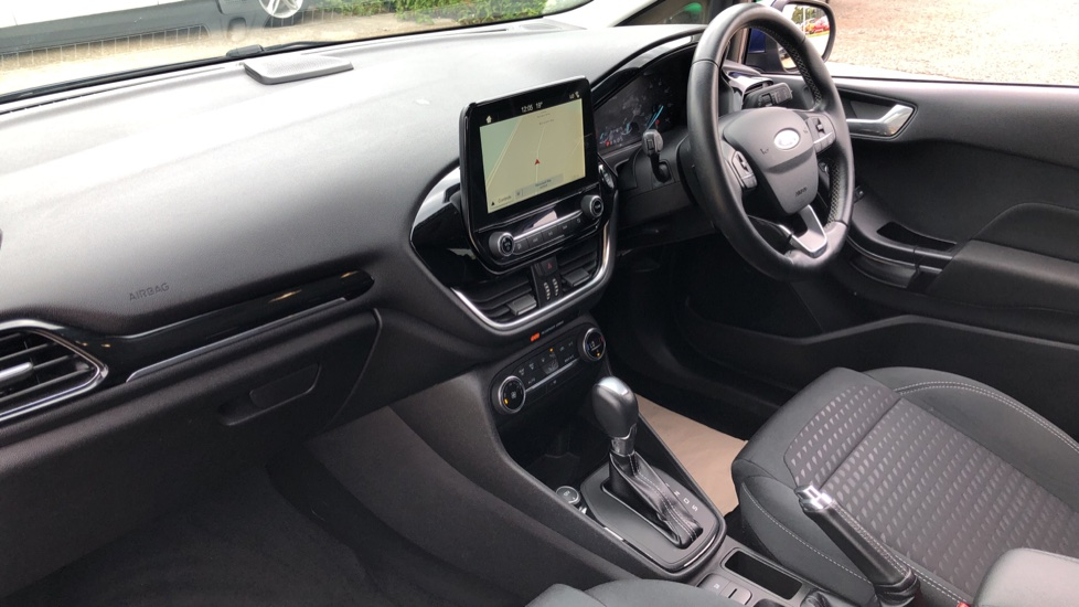 Ford Fiesta 1.0 EcoBoost Titanium with Navigation and Cruise Control image 13