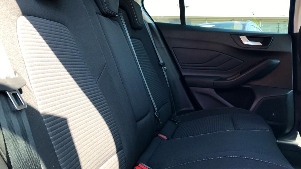 Ford Focus 1.0 EcoBoost 125 Titanium 5dr image 9