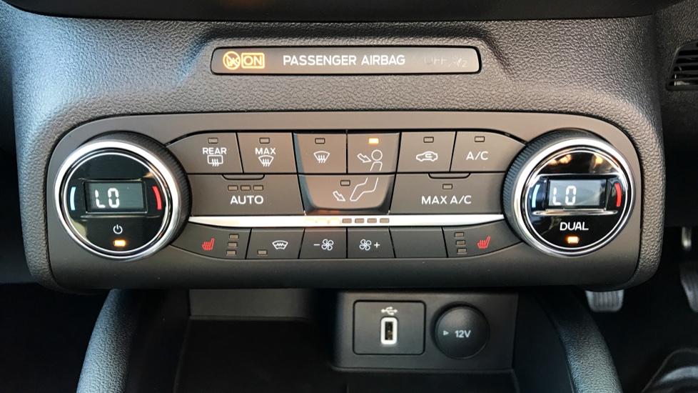 Ford Focus 1.0 EcoBoost 125 Titanium 5dr image 14