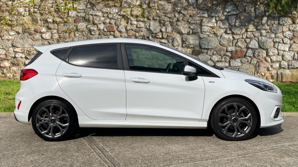 Ford Fiesta 1.0 EcoBoost ST-Line 5dr with DAB Radio and Keyless Start image 2