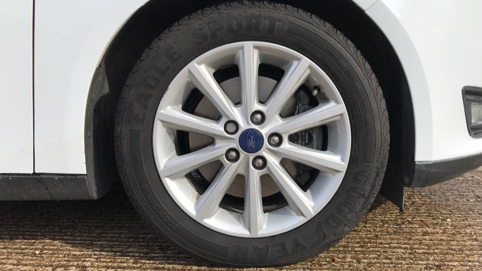 Ford Focus 1.5 EcoBoost Titanium 5dr image 8