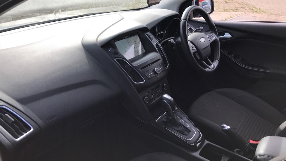 Ford Focus 1.5 EcoBoost Titanium 5dr image 13