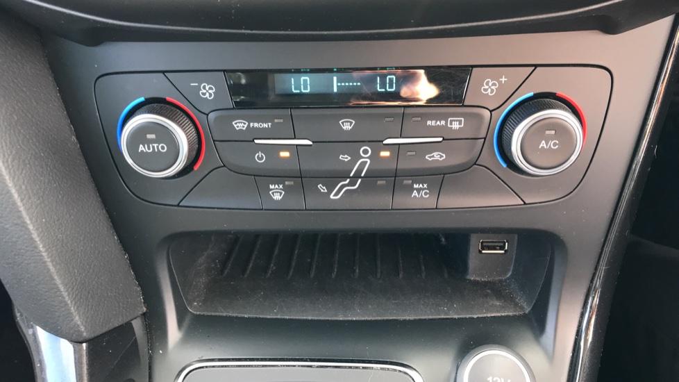 Ford Focus 1.5 EcoBoost Titanium 5dr image 16