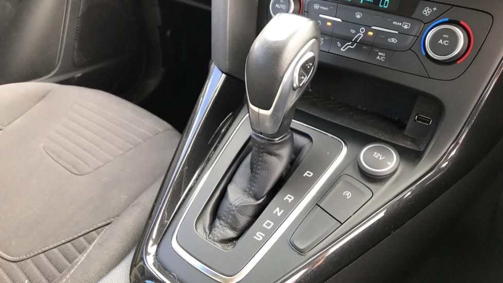Ford Focus 1.5 EcoBoost Titanium 5dr image 17