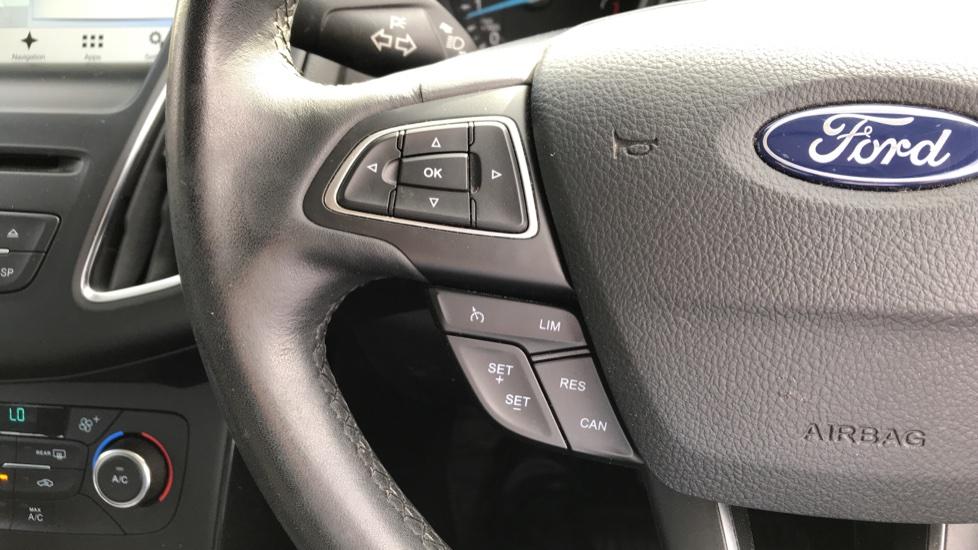 Ford Focus 1.5 EcoBoost Titanium 5dr image 18