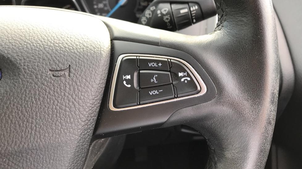 Ford Focus 1.5 EcoBoost Titanium 5dr image 19