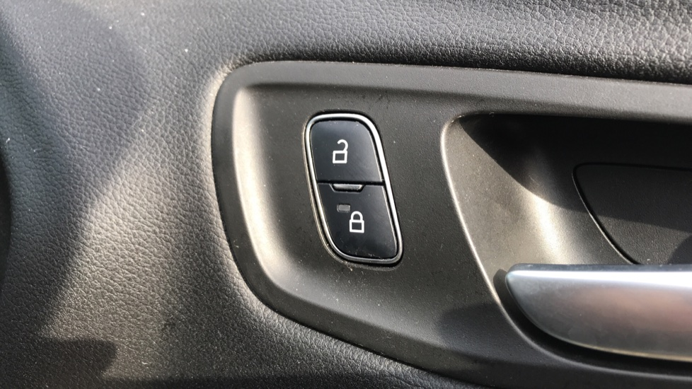Ford Kuga 1.5 TDCi Titanium 2WD with Navigation and Cruise Control image 10