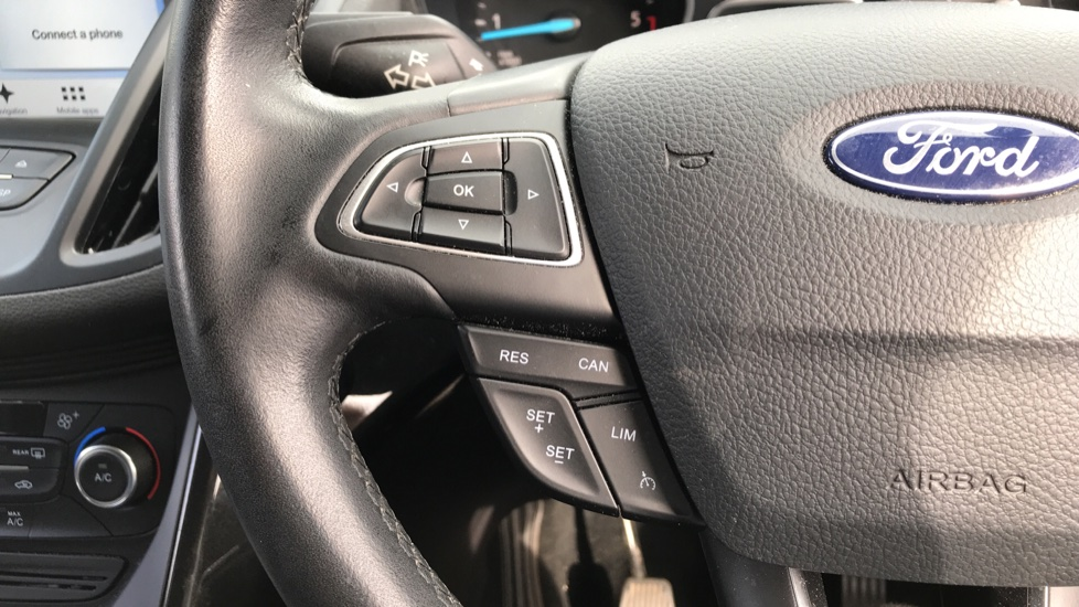 Ford Kuga 1.5 TDCi Titanium 2WD with Navigation and Cruise Control image 18