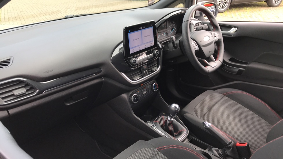 Ford Fiesta 1.0 EcoBoost ST-Line 5dr with DAB Radio and Keyless Start image 13