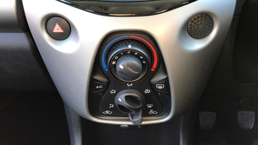 Peugeot 108 1.0 Active 5dr image 16