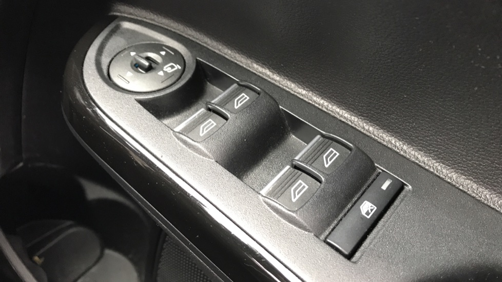 Ford B-MAX 1.0 EcoBoost 125 Titanium Navigator 5dr image 18
