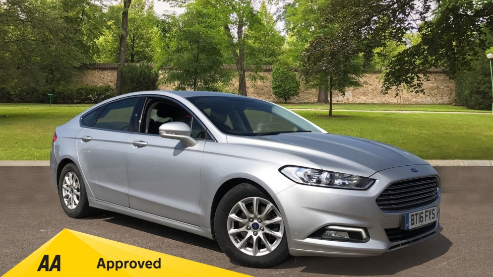 Ford Mondeo 1.5 TDCi ECOnetic Zetec 5dr with Cruise Control and DAB Radio image 1