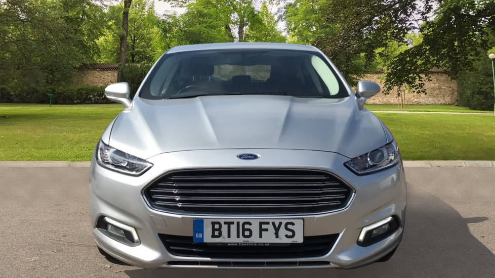 Ford Mondeo 1.5 TDCi ECOnetic Zetec 5dr with Cruise Control and DAB Radio image 2