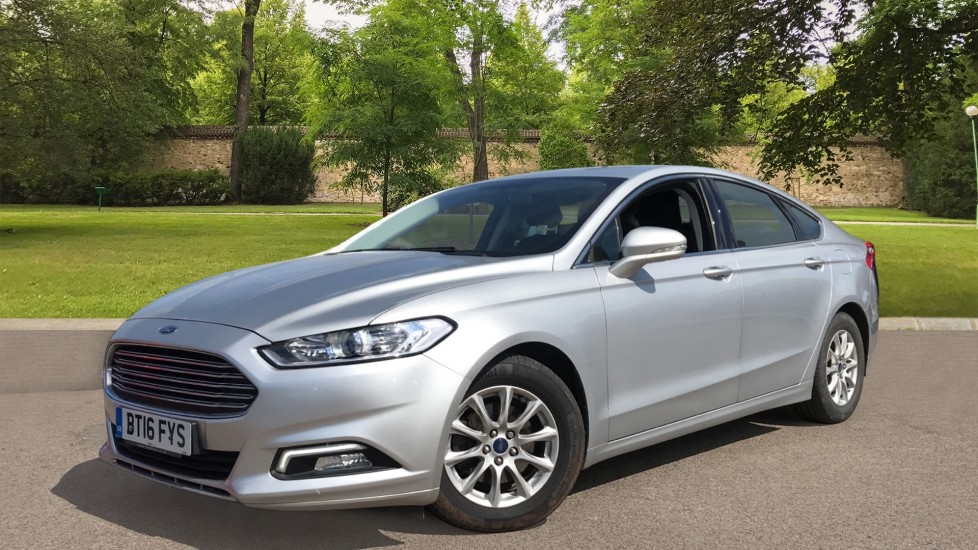 Ford Mondeo 1.5 TDCi ECOnetic Zetec 5dr with Cruise Control and DAB Radio image 3