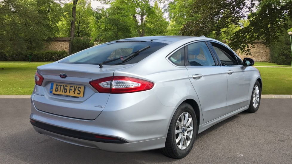 Ford Mondeo 1.5 TDCi ECOnetic Zetec 5dr with Cruise Control and DAB Radio image 5