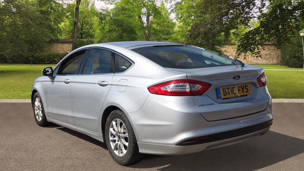 Ford Mondeo 1.5 TDCi ECOnetic Zetec 5dr with Cruise Control and DAB Radio image 7