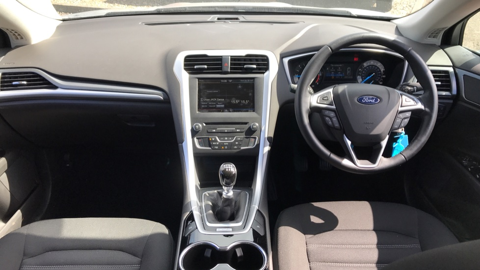 Ford Mondeo 1.5 TDCi ECOnetic Zetec 5dr with Cruise Control and DAB Radio image 11