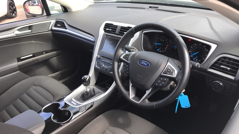 Ford Mondeo 1.5 TDCi ECOnetic Zetec 5dr with Cruise Control and DAB Radio image 12