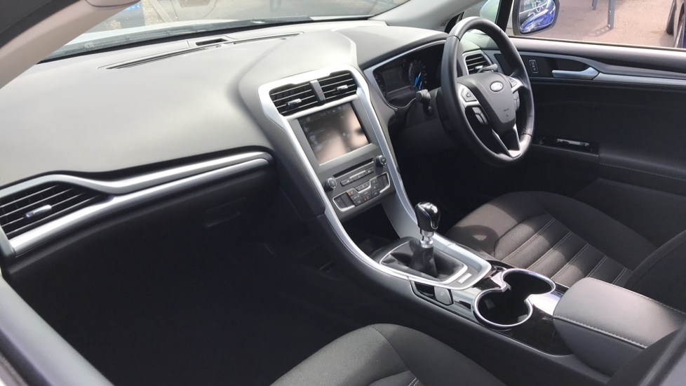 Ford Mondeo 1.5 TDCi ECOnetic Zetec 5dr with Cruise Control and DAB Radio image 13