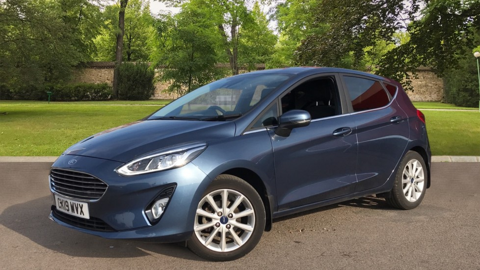 Ford Fiesta 1.0 EcoBoost Titanium 5dr with Navigation and Cruise Control image 3