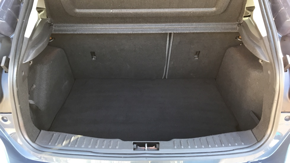 Ford Focus 1.6 Zetec 5dr image 10
