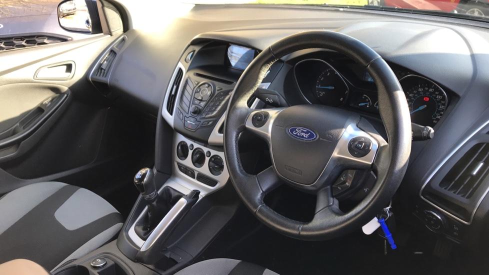 Ford Focus 1.6 Zetec 5dr image 12