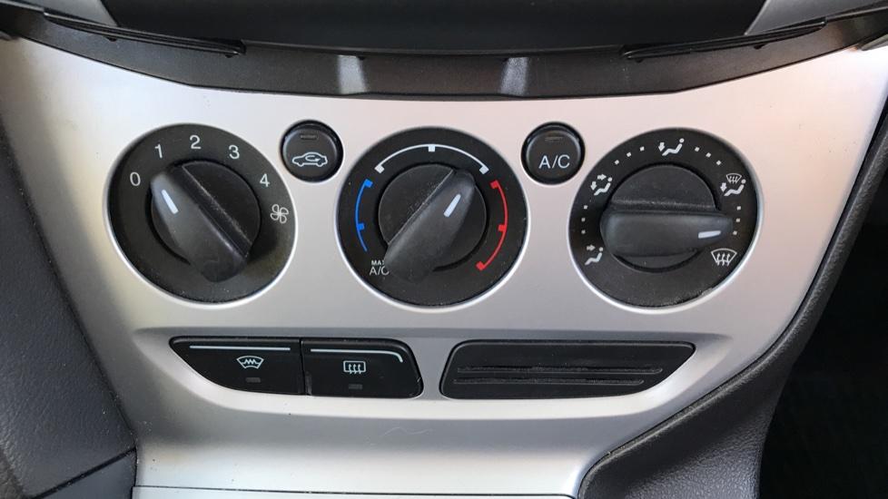 Ford Focus 1.6 Zetec 5dr image 16