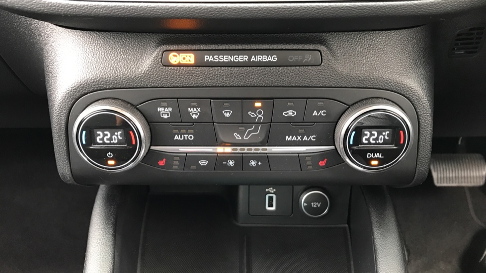 Ford Focus 1.0 EcoBoost 125 Titanium image 16