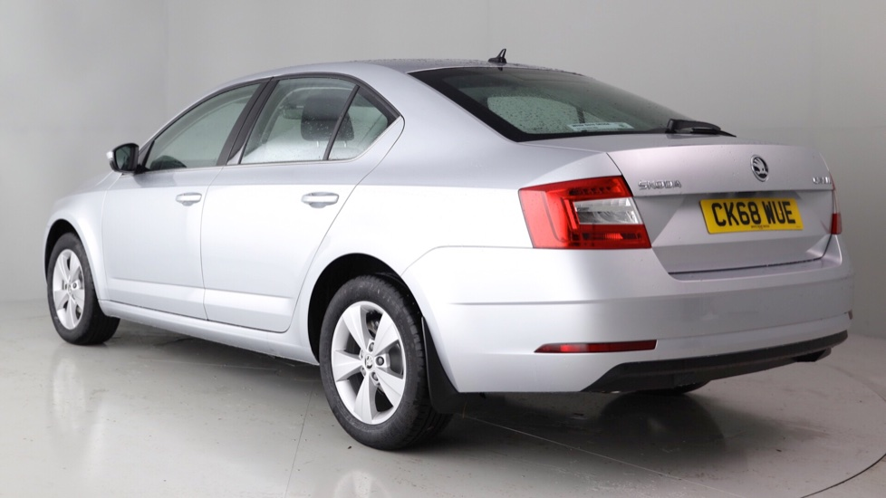 skoda octavia hatchback 1 6 tdi se technology 16 995. Black Bedroom Furniture Sets. Home Design Ideas