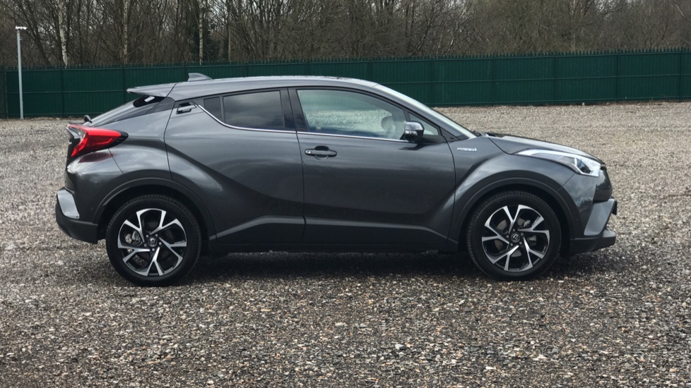 https://eu.cdn.autosonshow.tv/3235/toyotaretail/FB19NYC/TOYOTA__CHR__DESIGN__PETROL-ELECTRIC__GREY__2019__FB19NYC-e16.jpg