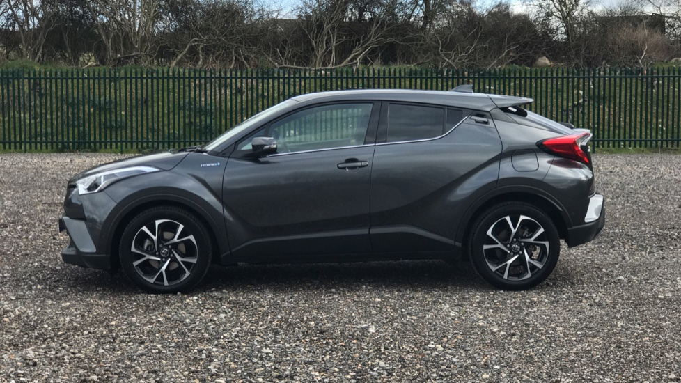 https://eu.cdn.autosonshow.tv/3235/toyotaretail/FB19NYC/TOYOTA__CHR__DESIGN__PETROL-ELECTRIC__GREY__2019__FB19NYC-e17.jpg