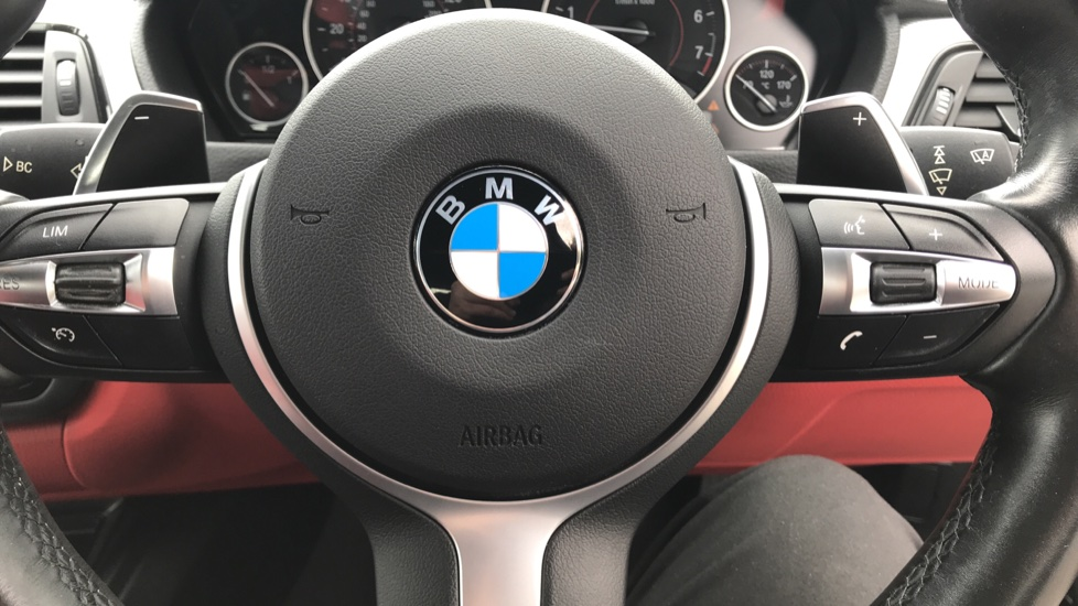 https://eu.cdn.autosonshow.tv/3236/nonfranchisevehicles/SR15KKE/BMW__4_SERIES__435I_M_SPORT_GRAN_COUPE__PETROL__BLACK__2015__SR15KKE-e27.jpg