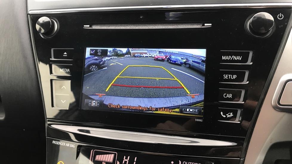 https://eu.cdn.autosonshow.tv/3236/toyotaretail/MD17LNR/e27.jpg