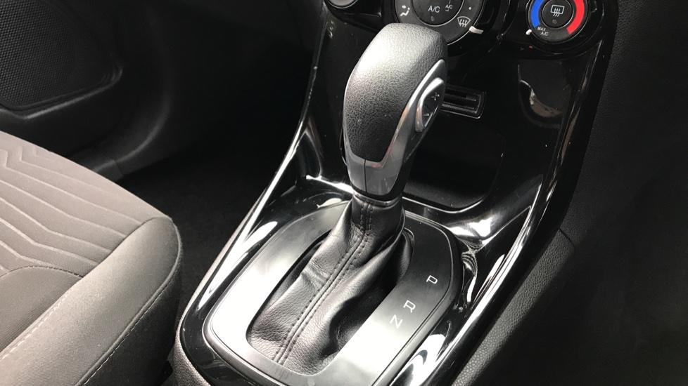 Ford Fiesta 1.6 Zetec Powershift image 17