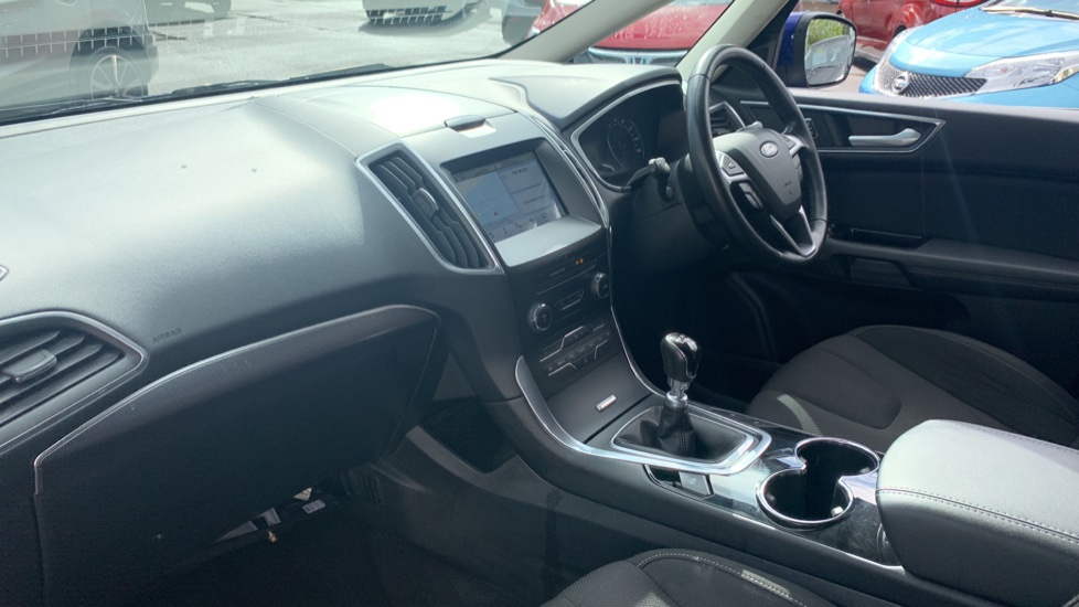 Ford S-MAX 1.5 EcoBoost Titanium 5dr image 13