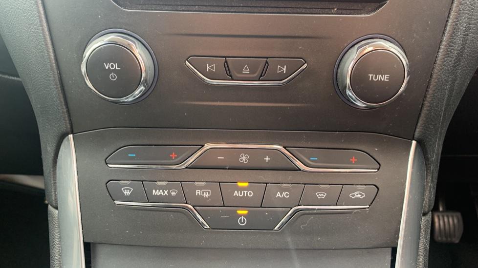 Ford S-MAX 1.5 EcoBoost Titanium 5dr image 16