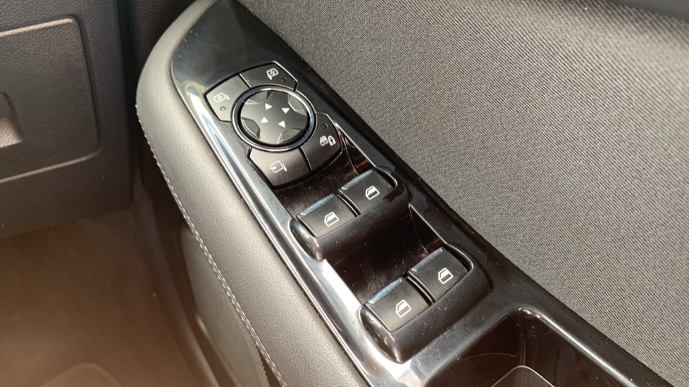 Ford S-MAX 1.5 EcoBoost Titanium 5dr image 20