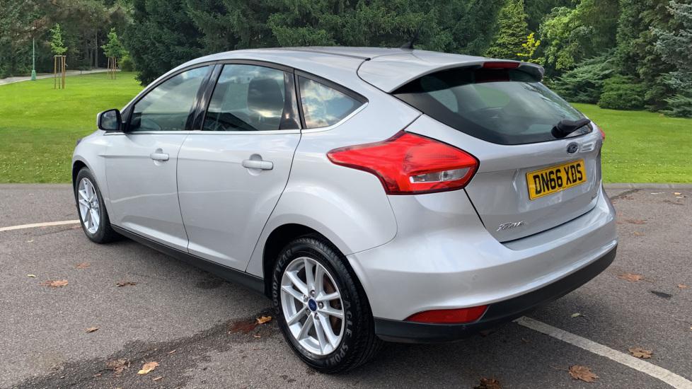 Ford Focus 1.0 EcoBoost Zetec 5dr image 7