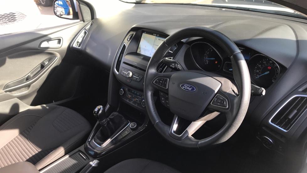 Ford Focus 1.0 EcoBoost Titanium 5dr image 12