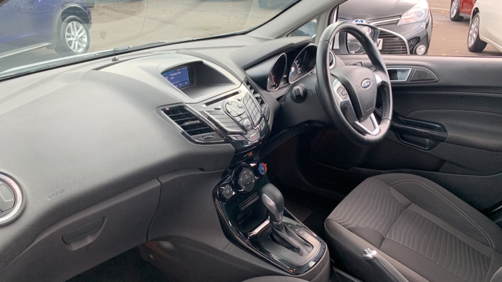 Ford Fiesta 1.0 EcoBoost Zetec Powershift image 13