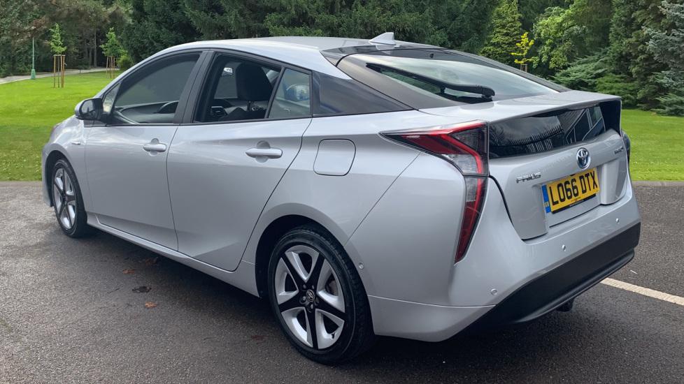 Toyota Prius 1.8 VVTi Business Edition Plus 5dr CVT image 7