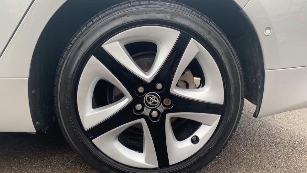 Toyota Prius 1.8 VVTi Business Edition Plus 5dr CVT image 8
