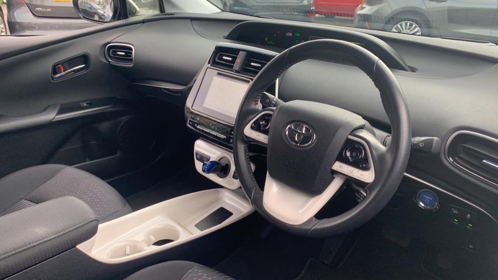 Toyota Prius 1.8 VVTi Business Edition Plus 5dr CVT image 12
