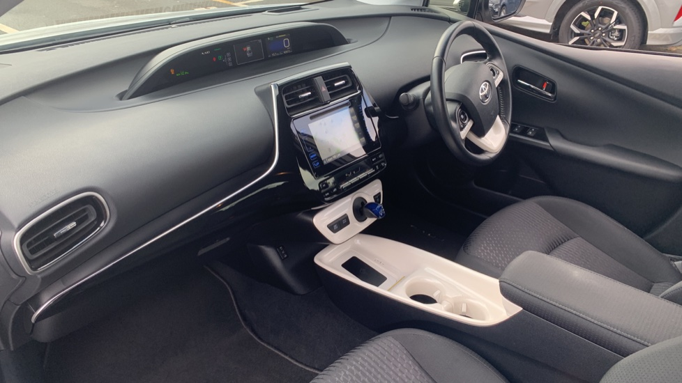 Toyota Prius 1.8 VVTi Business Edition Plus 5dr CVT image 13