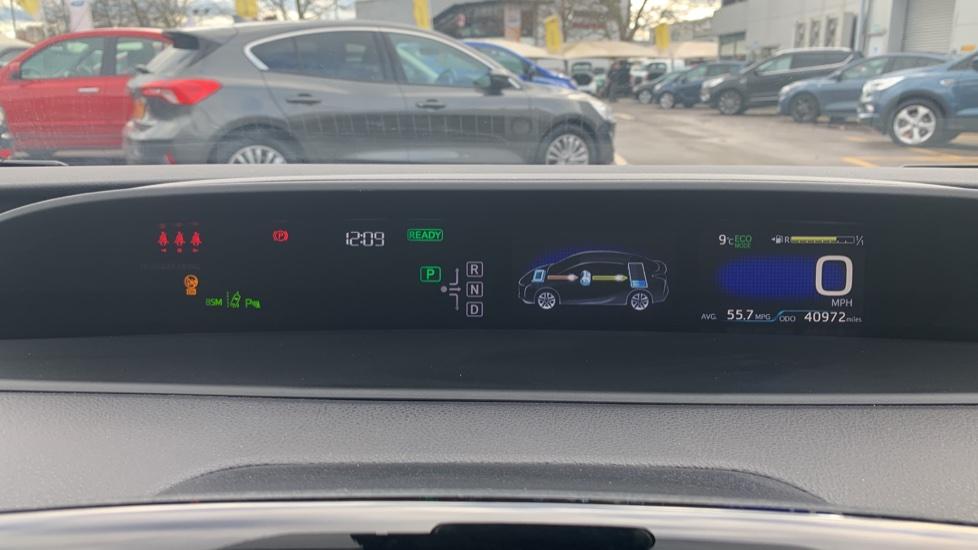 Toyota Prius 1.8 VVTi Business Edition Plus 5dr CVT image 14