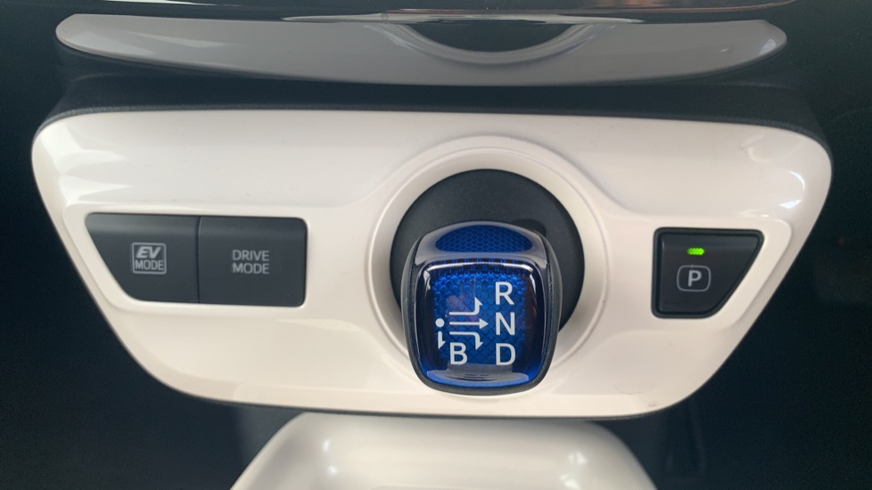 Toyota Prius 1.8 VVTi Business Edition Plus 5dr CVT image 17