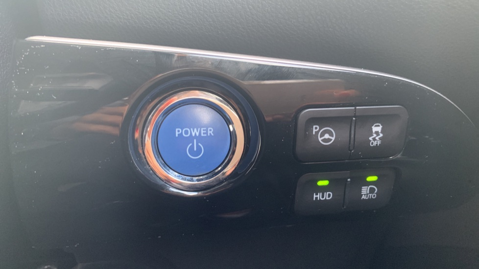 Toyota Prius 1.8 VVTi Business Edition Plus 5dr CVT image 22